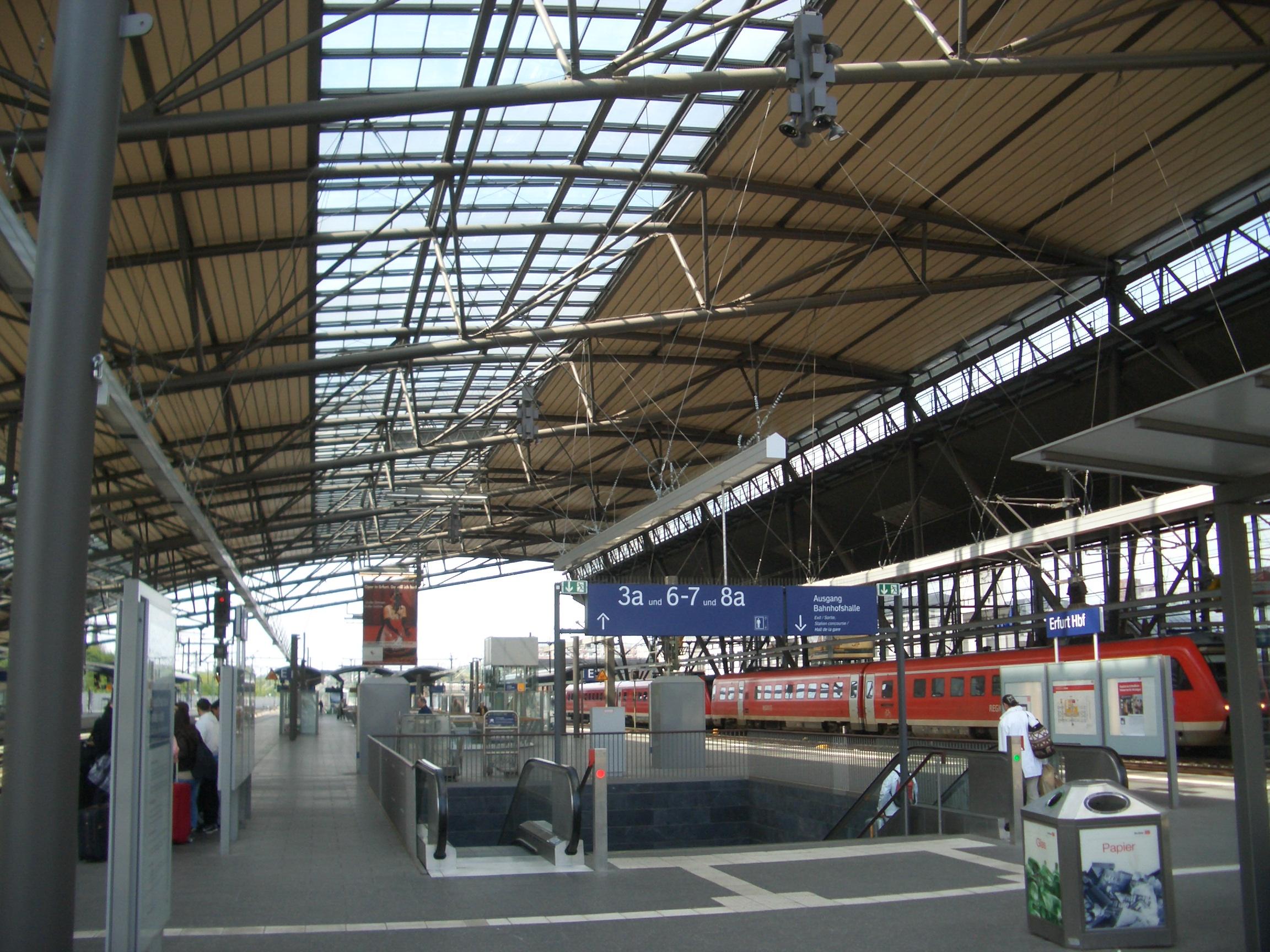 Bahnsteighalle im Hbf Erfurt