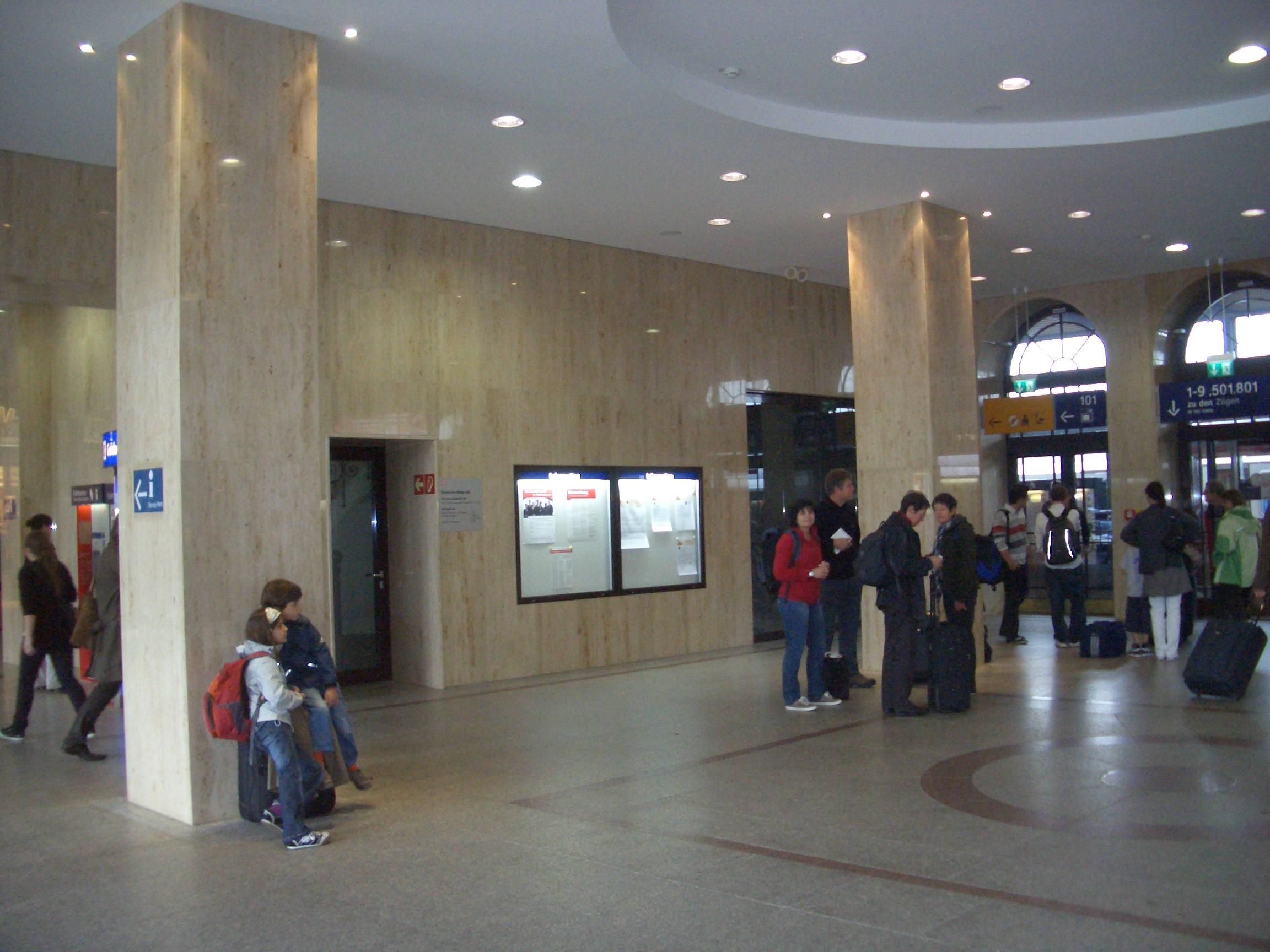 Alte Wartehalle jetzt im JURAMARMOR-Stil