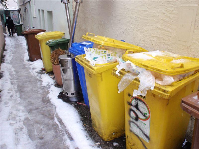 Abstellplatz für Mülltonnen und Heizpilze - Hier wird im Winter nie geräumt!